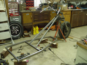 Photo of mounting front fork on chopper trike